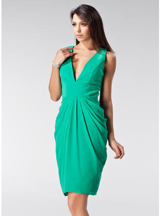 Sheath/Column Chiffon Prom Dresses Ruffle V-neck Sleeveless Knee-Length