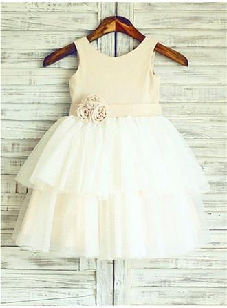 A-Line/Princess Scoop Neck Knee-length With Flower(s) Satin/Tulle Flower Girl Dresses