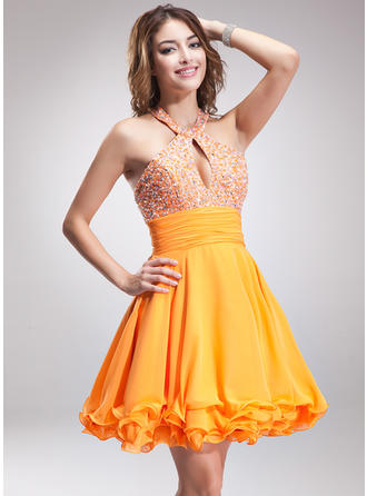 A-Line/Princess Halter Short/Mini Chiffon Homecoming Dresses With Ruffle Beading