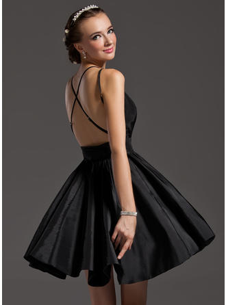 A-Line/Princess V-neck Short/Mini Taffeta Homecoming Dresses With Ruffle