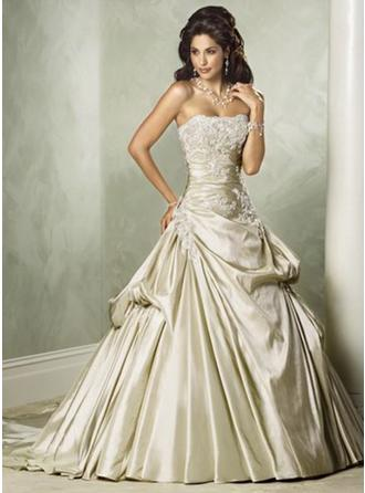 A-Line/Princess Strapless Court Train Wedding Dresses With Ruffle Appliques Lace