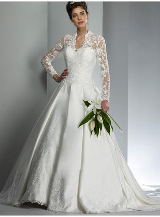 A-Line/Princess V-neck Court Train Wedding Dresses With Ruffle Lace