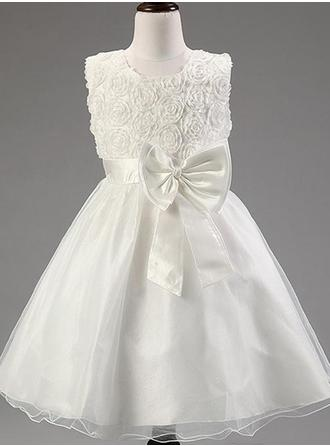 A-Line/Princess Scoop Neck Knee-length With Flower(s)/Bow(s) Organza/Satin Flower Girl Dress