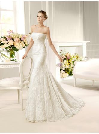 Trumpet/Mermaid Strapless Court Train Wedding Dresses With Lace