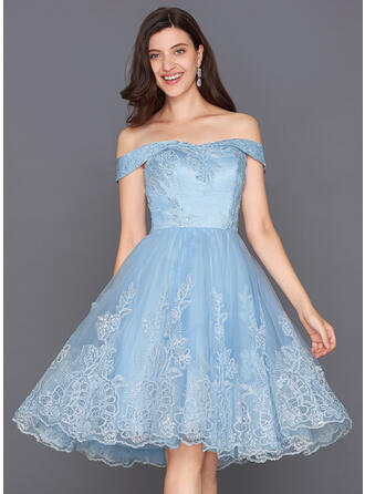 A-Line/Princess Off-the-Shoulder Knee-Length Homecoming Dresses With Sequins