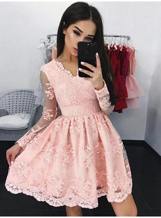 A-Line/Princess Lace Cocktail Dresses Appliques Lace V-neck Long Sleeves Short/Mini