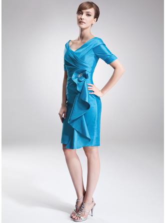 Etui-Linie Off-the-Schulter Taft Kurze Ärmel Knielang Perlstickerei Gestufte Rüschen Kleider für die Brautmutter (008006275)