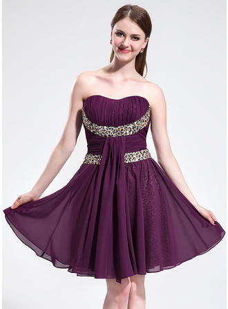 A-Line/Princess Sweetheart Knee-Length Chiffon Homecoming Dresses With Ruffle Sash Beading