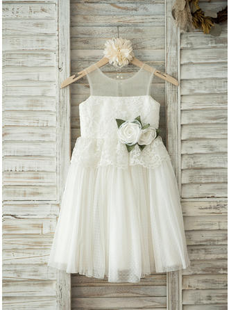 A-Line/Princess Scoop Neck Knee-length With Flower(s) Tulle/Lace Flower Girl Dresses