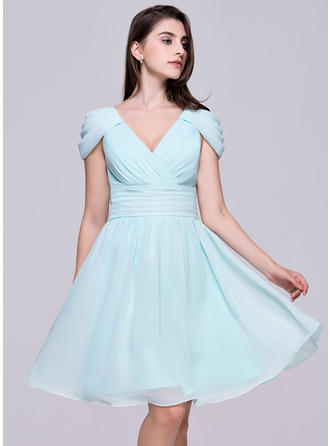 A-Line/Princess V-neck Knee-Length Chiffon Homecoming Dresses With Ruffle