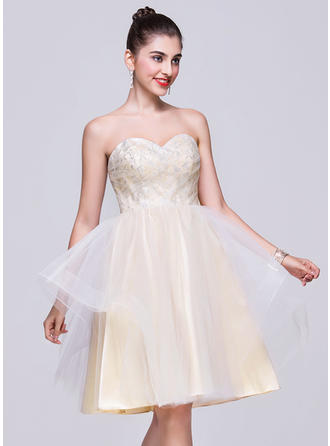 A-Line/Princess Knee-Length Tulle Sweetheart Homecoming Dresses