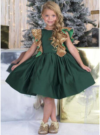 A-Line/Princess Scoop Neck Knee-length With Ruffles/Bow(s) Satin/Sequined Flower Girl Dress