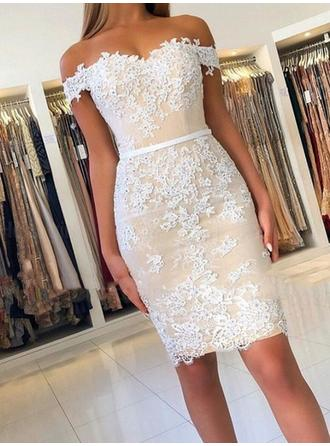 Sheath/Column Appliques Lace Homecoming Dresses Off-the-Shoulder Sleeveless Knee-Length