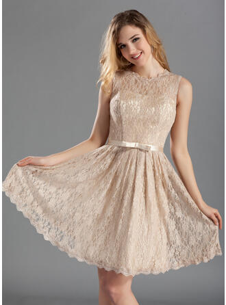 A-Line Scoop Neck Knee-Length Lace Bridesmaid Dress With Bow(s)