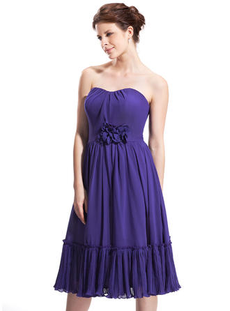 A-Line/Princess Sweetheart Knee-Length Chiffon Homecoming Dresses With Ruffle Flower(s)