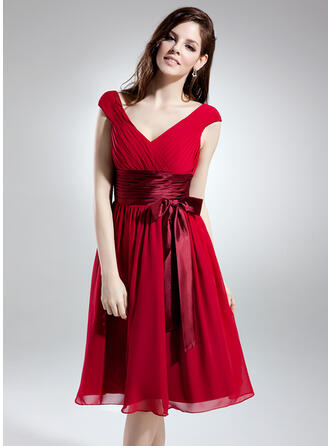 A-Line/Princess V-neck Knee-Length Chiffon Homecoming Dresses With Ruffle Sash Bow(s)