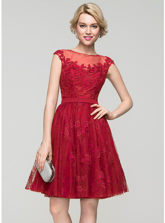 A-Line/Princess Scoop Neck Knee-Length Tulle Lace Homecoming Dresses