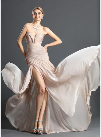 Sheath/Column Sweetheart Sweep Train Evening Dresses With Ruffle Split Front