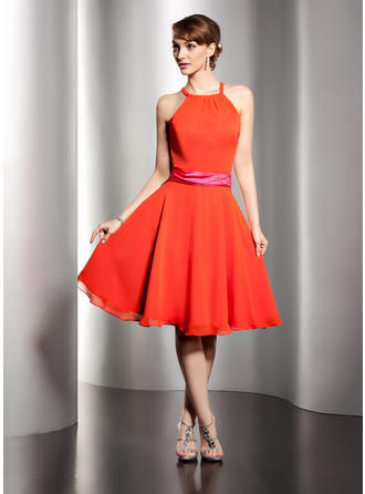 A-Line/Princess Scoop Neck Knee-Length Chiffon Homecoming Dresses With Sash