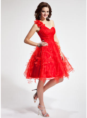 A-Line/Princess One-Shoulder Knee-Length Organza Homecoming Dresses With Ruffle Flower(s)