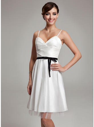 A-Line/Princess Knee-Length Wedding Dresses With Ruffle Sash Bow(s)