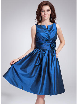Taffeta Sleeveless A-Line/Princess Bridesmaid Dresses V-neck Ruffle Flower(s) Knee-Length