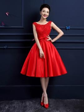 A-Line/Princess Scoop Neck Knee-Length Satin Prom Dress With Beading