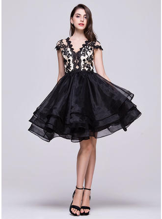 A-Line/Princess Knee-Length Homecoming Dresses V-neck Organza Short Sleeves