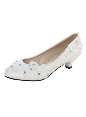 Vrouwen Kunstleer Low Heel Closed Toe Pumps met Imitatie Parel Stitching Lace Bloem Vastrijgen