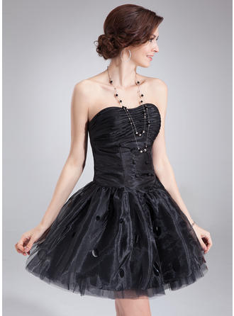 A-Line/Princess Sweetheart Short/Mini Organza Homecoming Dresses With Ruffle Sequins
