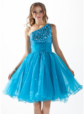 A-Line/Princess One-Shoulder Knee-Length Organza Sequined Homecoming Dresses With Ruffle Beading