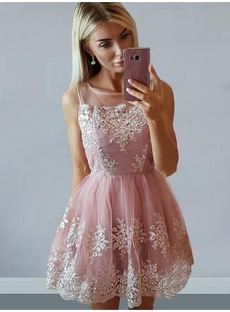 A-Line/Princess Tulle Cocktail Dresses Appliques Lace Square Neckline Sleeveless Short/Mini