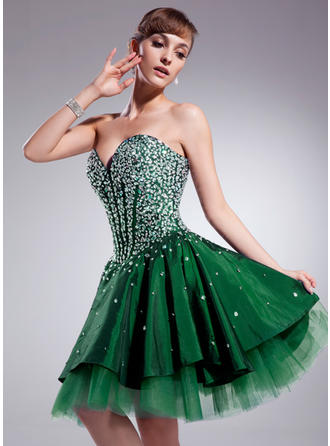 A-Line/Princess Sweetheart Knee-Length Taffeta Homecoming Dresses With Beading