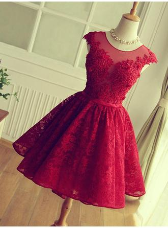 A-Line/Princess Lace Cocktail Dresses Appliques Lace Scoop Neck Sleeveless Knee-Length