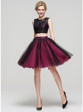 A-Line/Princess Scoop Neck Knee-Length Tulle Homecoming Dresses