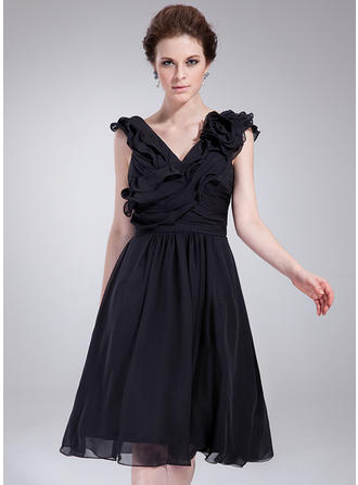 A-Line/Princess V-neck Knee-Length Cocktail Dresses With Ruffle Flower(s)