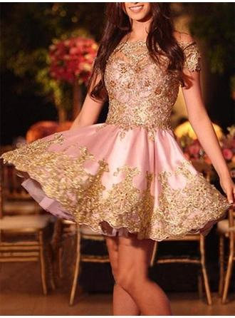 A-Line/Princess Off-the-Shoulder Short/Mini Homecoming Dresses With Appliques Lace