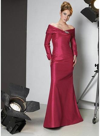 Sheath/Column Off-the-Shoulder Floor-Length Evening Dress With Crystal Brooch