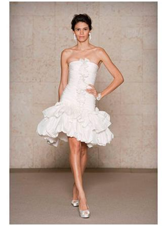Trumpet/Mermaid Strapless Short/Mini Wedding Dresses With Ruffle Appliques Lace