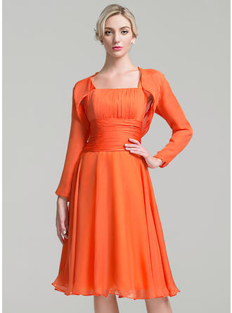 A-Line/Princess Chiffon Sleeveless Square Neckline Knee-Length Zipper Up Mother of the Bride Dresses