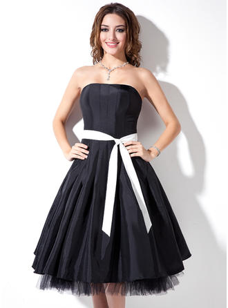 Taffeta Sleeveless A-Line/Princess Bridesmaid Dresses Strapless Sash Knee-Length