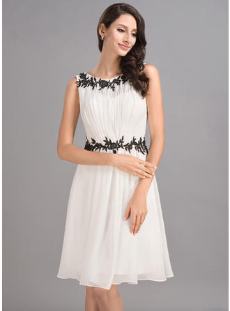 A-Line/Princess Knee-Length Chiffon Scoop Neck Homecoming Dresses