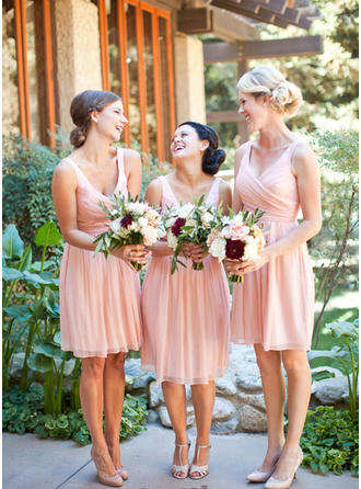 A-Line/Princess V-neck Knee-Length Chiffon Bridesmaid Dress With Ruffle (007145173)