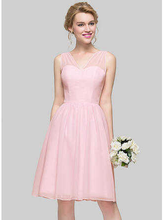 A-Line/Princess V-neck Knee-Length Chiffon Homecoming Dresses With Bow(s)