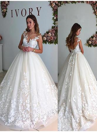 A-Line/Princess V-neck Court Train Wedding Dresses With Appliques Lace