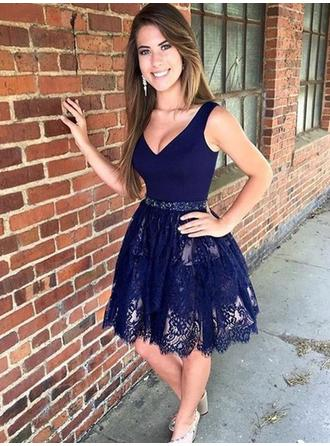 Beading A-Line/Princess Short/Mini Lace Homecoming Dresses