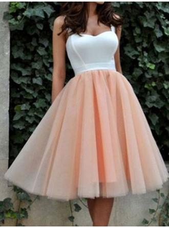 A-Line/Princess Sweetheart Tulle Sleeveless Knee-Length Ruffle Homecoming Dresses