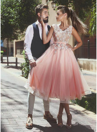 A-Line/Princess V-neck Tea-Length Tulle Homecoming Dresses With Sash Appliques Lace