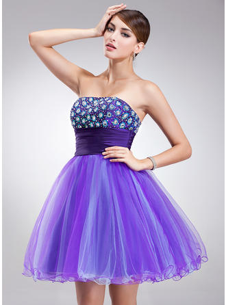 A-Line/Princess Strapless Short/Mini Tulle Homecoming Dresses With Beading