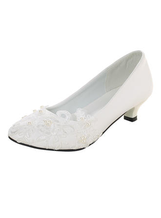 Women's Closed Toe Pumps Low Heel Patent Leather With Imitation Pearl Stitching Lace Applique Wedding Shoes